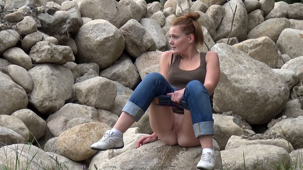 Maggy On Rocks