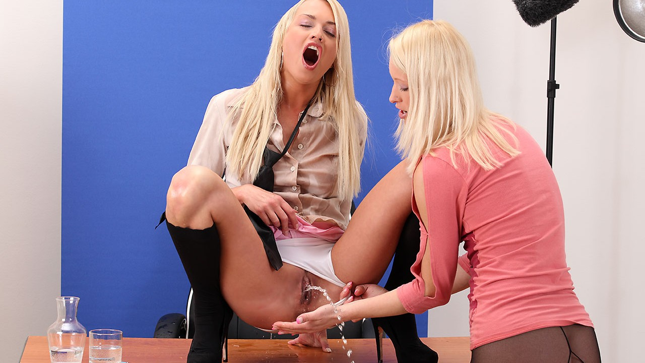 Public Reporter Gets Pissed On By Hot Blonde