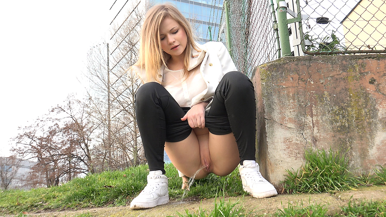 Squatting In Trainers